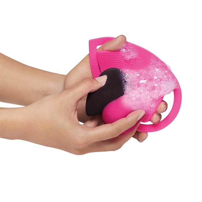 Рукавичка для очищения спонжей Beautyblender Keep.It.Clean