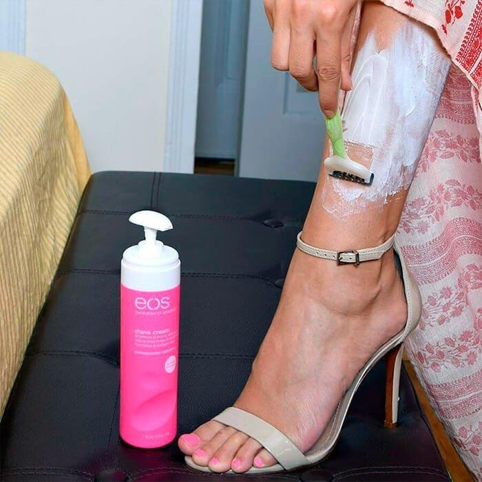 Крем для бритья EOS Ultra Moisturizing Shave Cream - Pomegranate Raspberry