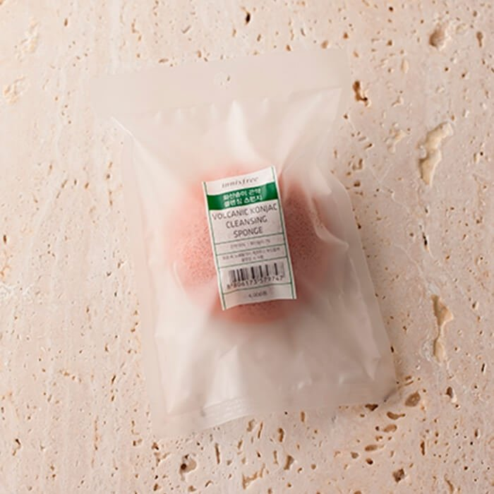 Спонж конняку Innisfree Beauty Tool Jeju Volcanic Konjac Cleansing Sponge