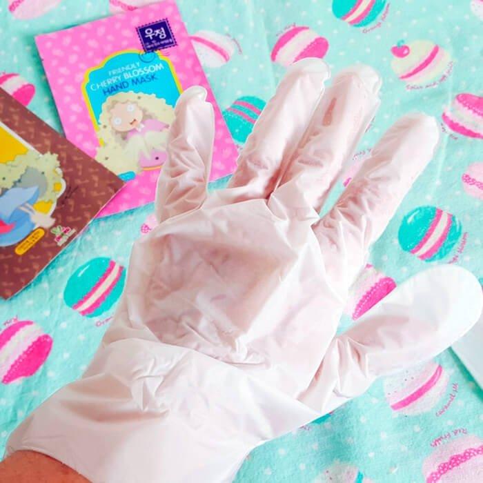 Маска для рук Sally's Box Friendly Cherry Blossom Hand Mask