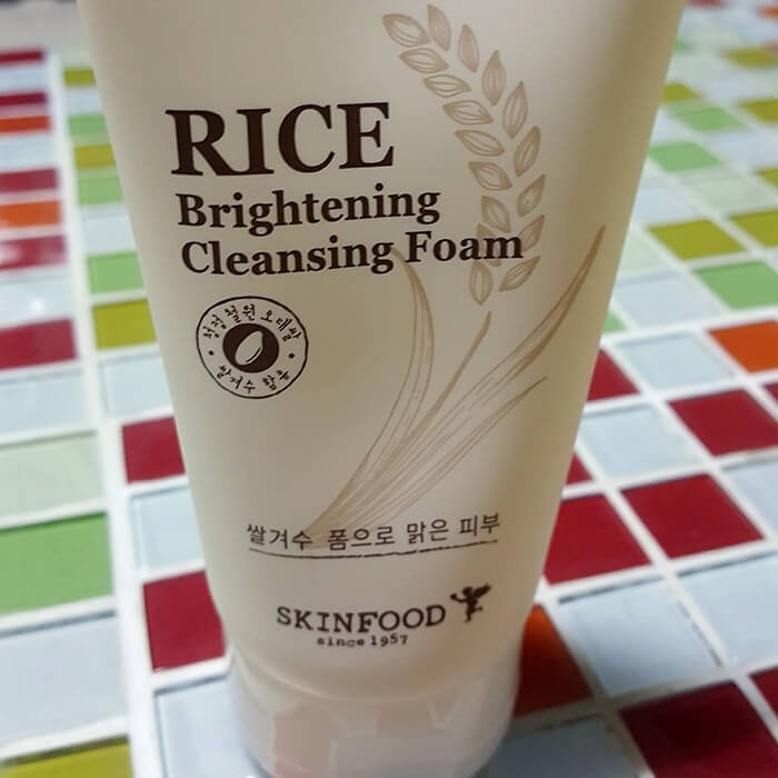 Очищающая пенка Skinfood Rice Brightening Cleansing Foam
