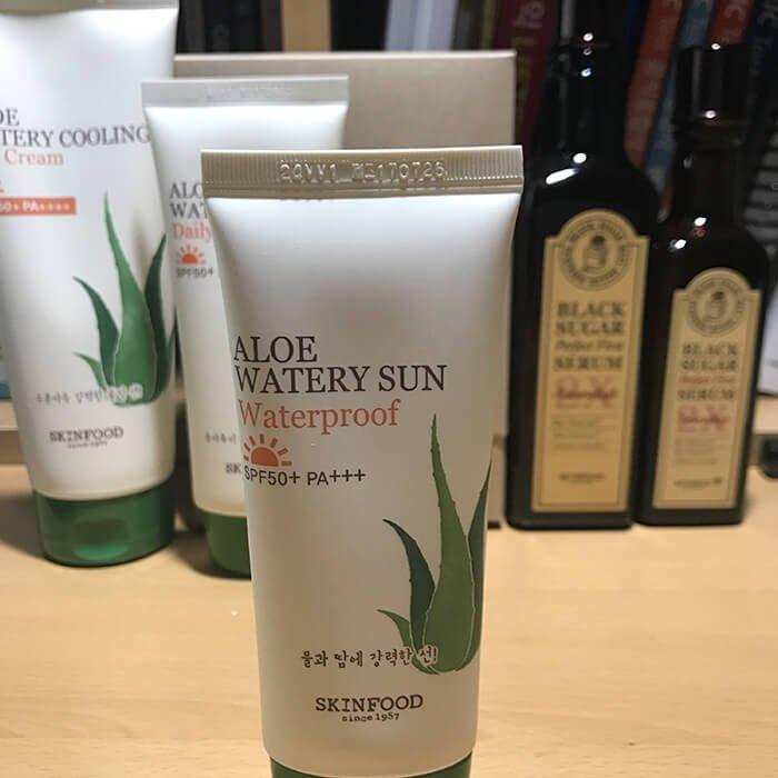 Солнцезащитный крем Skinfood Aloe Watery Sun Waterproof