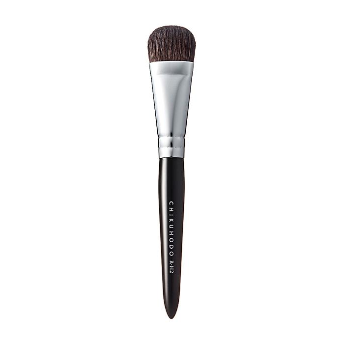 Купить Кисть для макияжа Chikuhodo Hilight Brush R-H2, Плоская короткая кисть из натурального ворса для нанесения хайлайтера, Япония