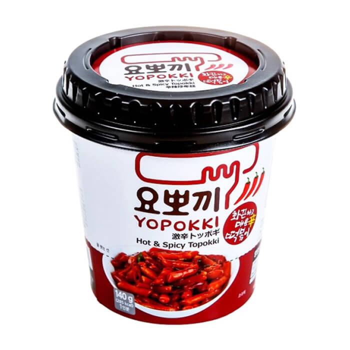 Рисовые клёцки токпокки Young Poong Hot Spicy Topokki (120 г) Традиционные корейские рисовые клёцки токпокки с острым пряным соусом в стакане фото