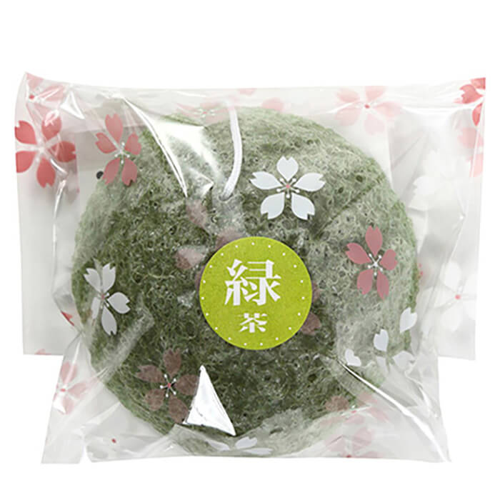 Спонж конняку Yamamoto Farm Konjac Sponge Green Tea Натуральный спонж для очищения и балансирования кожи лица с зелёным чаем фото